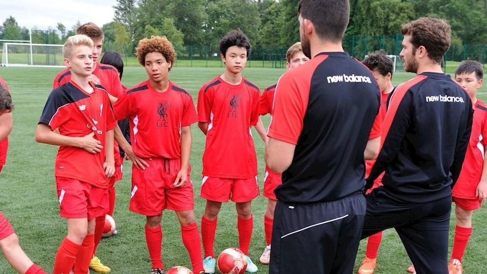 Curso de fútbol e inglés para adolescentes