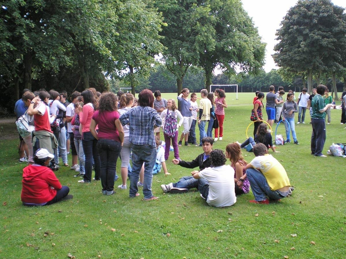 Los monitores españoles acompañan a los jóvenes mientras aprenden inglés