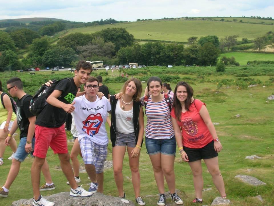 El curso de inglés de verano para menores junta clases y actividades